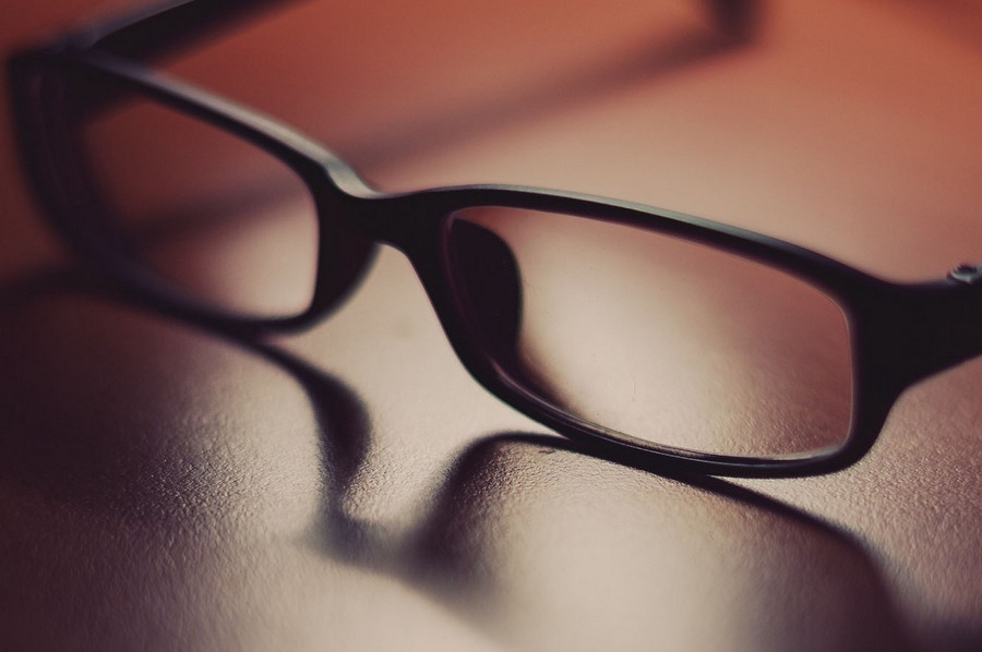 glasses_surface_shadow_glass_lenses_frames_68136_900x600